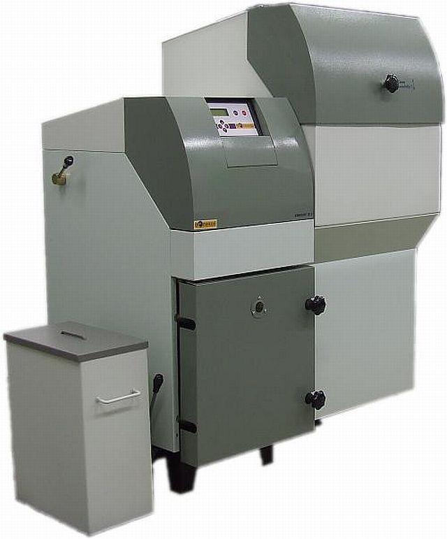 BENEKOV R 15 pravý automatický kotel na pelety 130900101